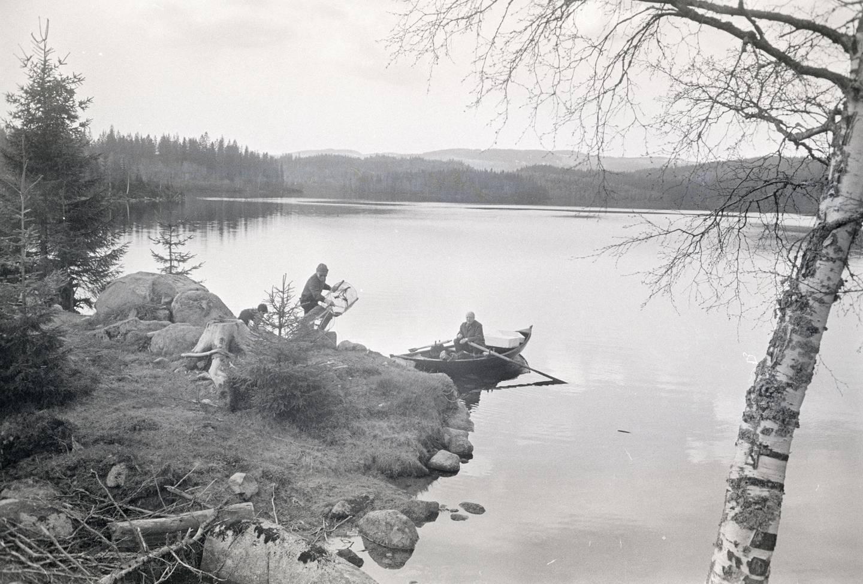 Rusefangst i Lille Sandungen. Henry Berg og Karsten Tverrved (i båten) mai 1972.