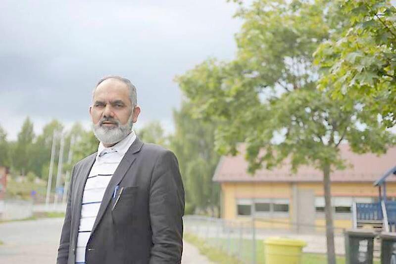 Imam Noor Ahmad Noor oppfordrer alle muslimer til å ta avstand fra ekstremistene i IS og Profetens Ummah - enten de skal demonstrere på mandag eller ei. FOTO: PERNILLE VESTENGEN