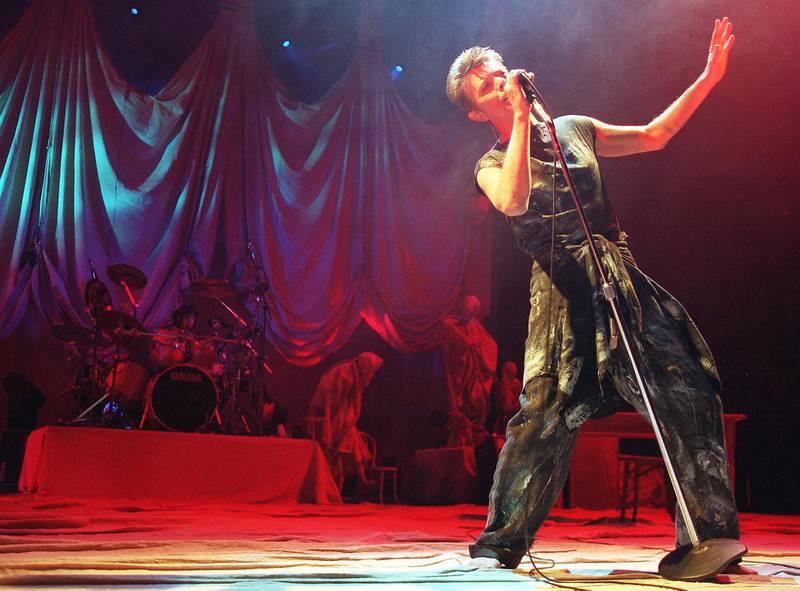 David Bowies utskjelte 90-tall kommer til heder og verdighet på ny serie konsertopptak. Her fra Oslo Spektrum, 1996.Foto: Rune Petter Ness/NTB