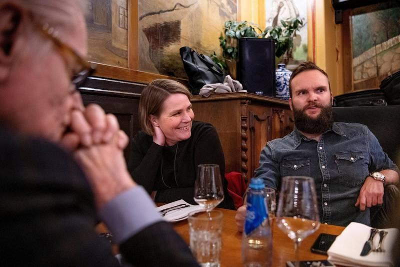Magnus Forsberg (til høyre) er ny Dagsavisen-spaltist av året, her flankert av kommentatorveteranen Hege Ulstein. Nå oppsummerer de 2018.