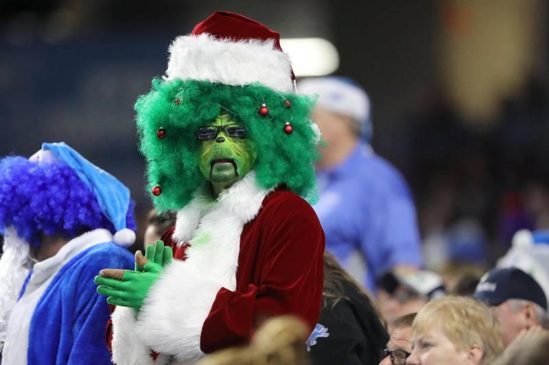 Grinchen stjal jula i den amerikanske barnebokforfatteren Dr. Seuss' julehistorie. I virkeligheten er det koronaviruset som ødelegger alt som er fint. Foto: Rey Del Rio/NTB