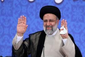 Irans nye president rett i ilden fra dag én
