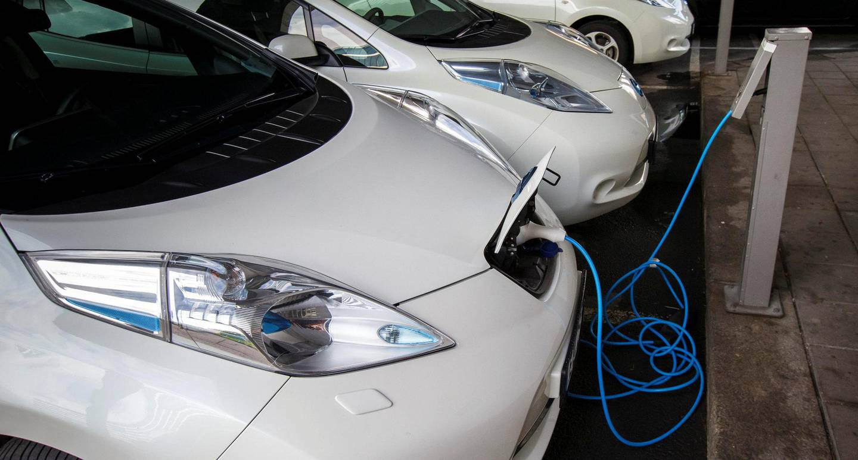 Antallet elbiler i Norge nærmer seg 180.000 med stormskritt, mens det fortsatt er bare om lag 120 hydrogenbiler.