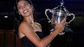 Britene hyller sin nye idrettsstjerne: Dronningen gratulerte Emma (18)