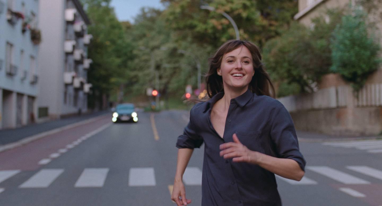 Full fart mot Cannes: Snart reiser Renate Reinsve og resten av hovedkreftene bak «Verdens verste menneske» til filmfestivalen i Cannes. Der skal Joachim Triers film stille i hovedkonkurransen. Foto: SF Studios