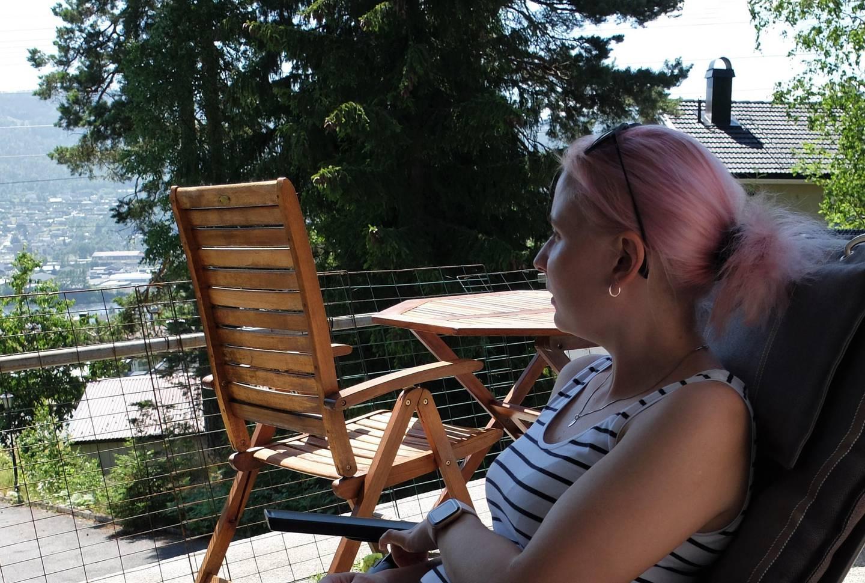 I disse dager forventer Martine Friis Toivonen nytt avslag på ung ufør-tillegget. Etter at hun fikk innvilget AAP, kvalifiserer hun ikke lenger for fri rettshjelp. Hun ranslår at hun har brukt rundt 30.000 kroner av egen lomme til advokathjelp til nå.