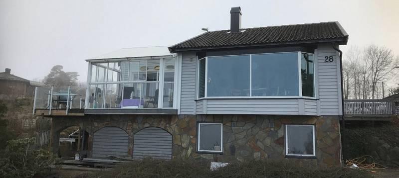 Dette er boligen Eyvin Bjørnstad kjøpte i 2005, men tomta må han fortsatt nøye seg med å leie, til en langt høyere pris enn før.
