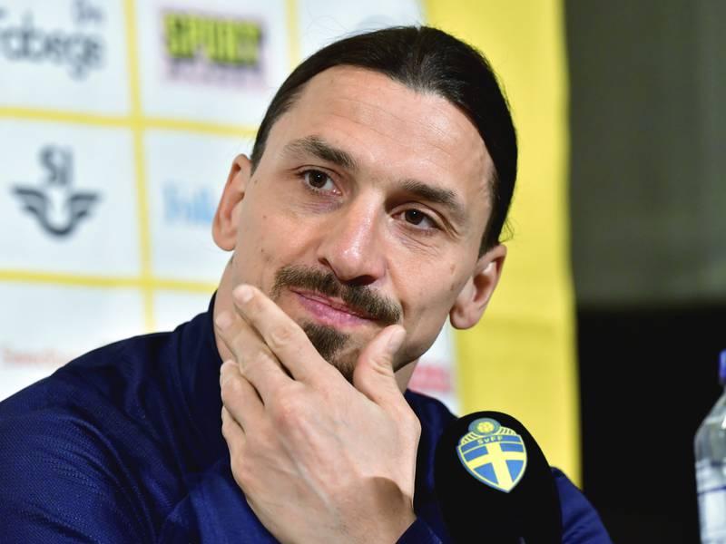 Zlatan Ibrahimovic håper å være tilbake på banen for Sverige snarest mulig. Foto: Jonas Ekstromer / TT via AP / NTB