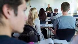 Over 1200 lærere i videregående har ikke mer utdanning enn elevene de underviser. Noen har mindre.