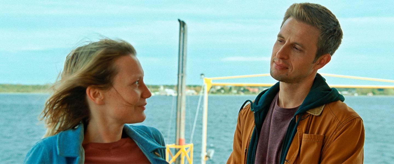 I sporene til en mester: Mia Wasikowska og Anders Danielsen Lie i franske Mia Hansen-Løves «Bergman Island».