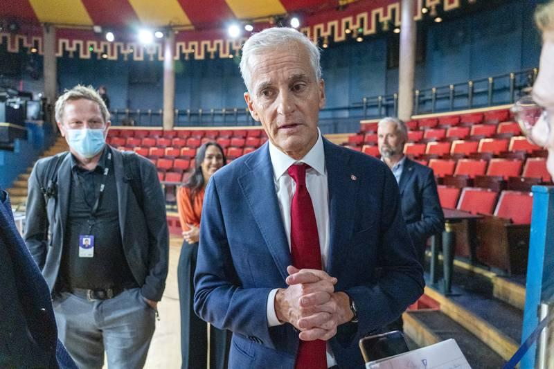 Ap kan ikke være med på en overforenklet symbolpolitikk, skriver Arild Michelsen, nestleder i Stavanger Ap. Her er statsministerkandidat Jonas Gahr Støre etter folkemøtet i Trondheim.