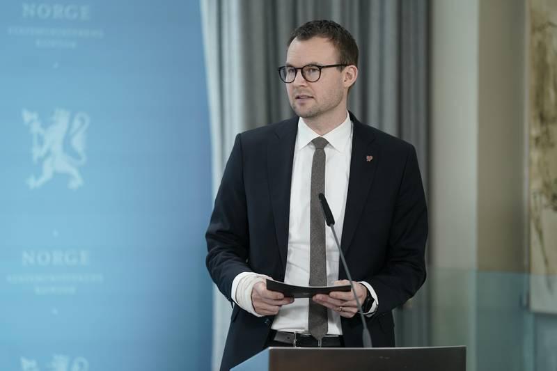 Oslo 20210103.  Barne- og familieminister Kjell Ingolf Ropstad under pressekonferanse om koronasituasjonen. Foto: Fredrik Hagen / NTB