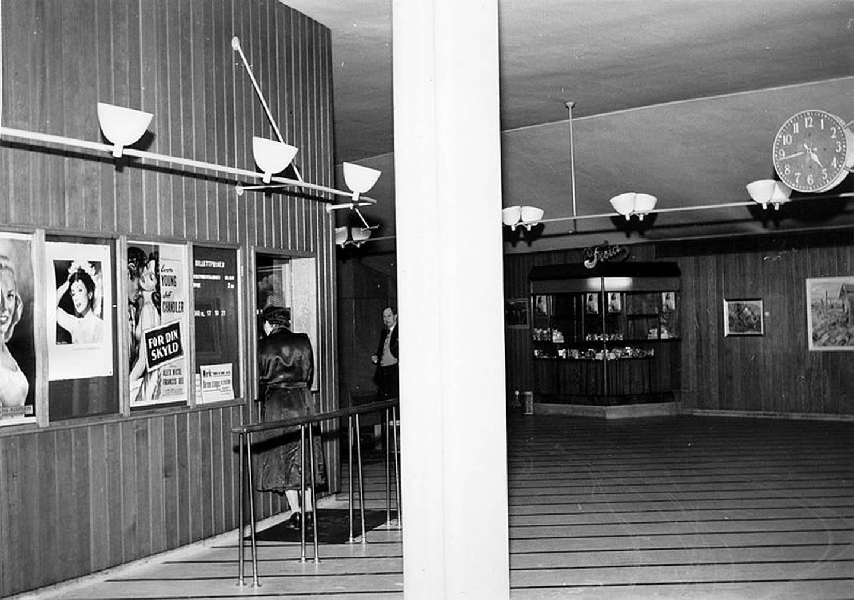 Drammen kommunale kinematografer.  Lobbyen i Saga kino, 1941.