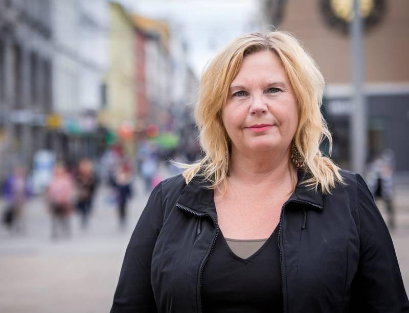 Ine Johannessen er i dag verge for fem afghanske ungdommer. Hun har mistet all respekt for det norske asylsystemet.