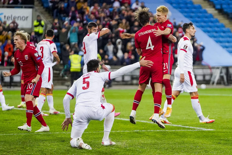 Stefan Strandberg og Andreas Hanche-Olsen jubler etter 1-0 målet på Ullevaal stadion.