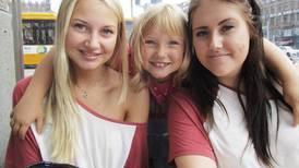 Søstrene på andre siden av gjerdet