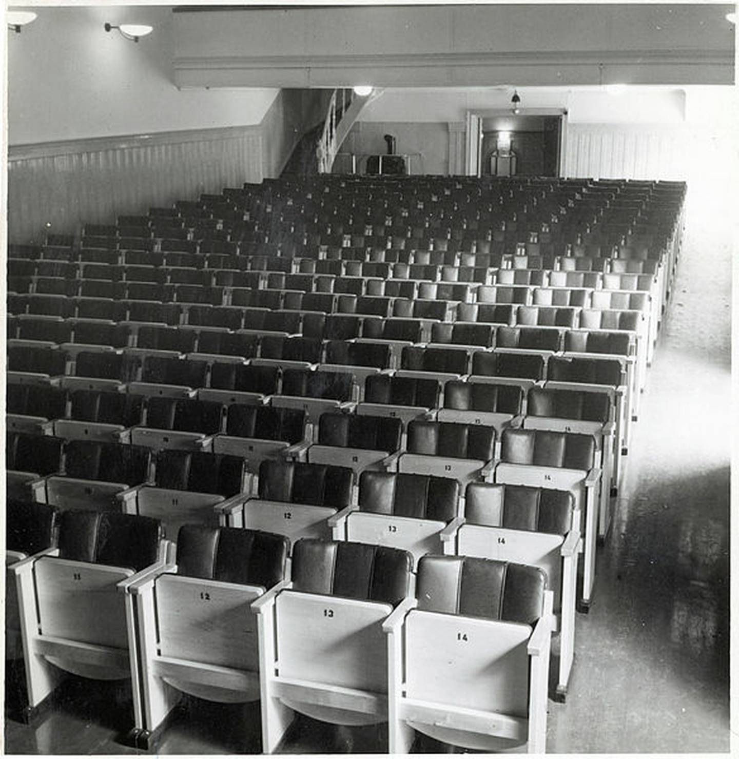 Drammen kommunale kinematografer.  Kinosal i Paladsteatret. Ukjent datering, kanskje 1950-tallet.