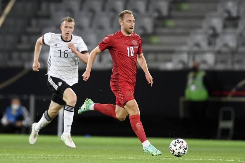 Christian Eriksen i aksjon for Danmark mot Tyskland i oppkjøringen til fotball-EM. Foto: Andreas Schaad / AP / NTB