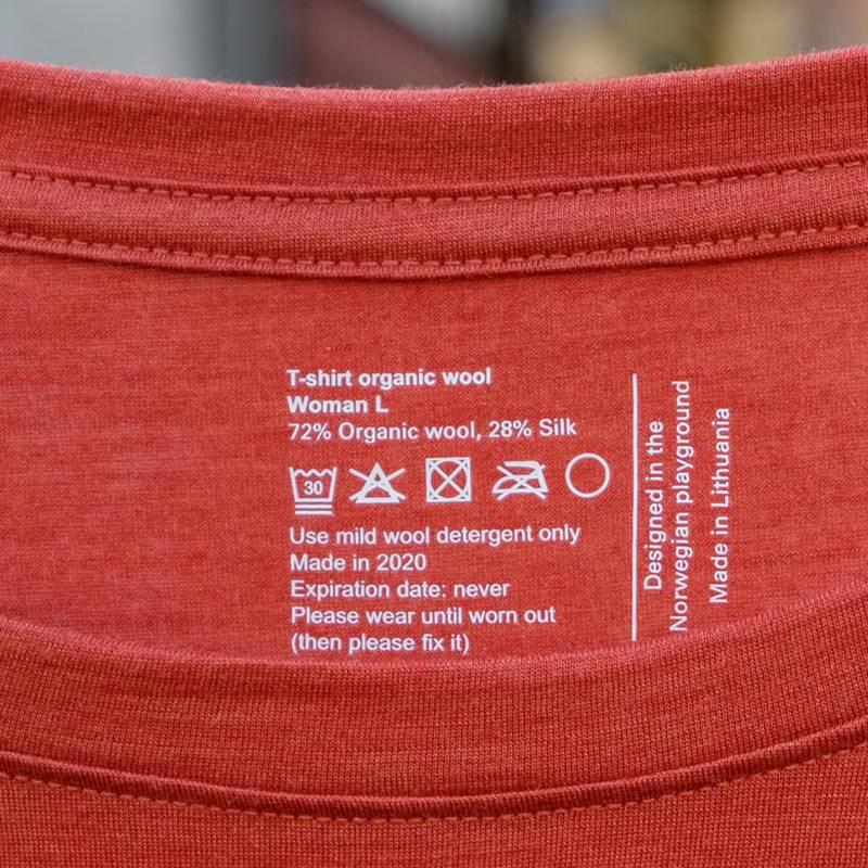 """""""Utløpsdato: aldri"""" står det på denne genseren. Det oppfrores også til å bruke den til den er utslitt og deretter reparere den."""