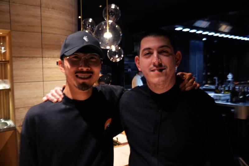 Sjefkokk Jae Bang og soussjef Edoardo Medda. Foto: Arne Birkemo