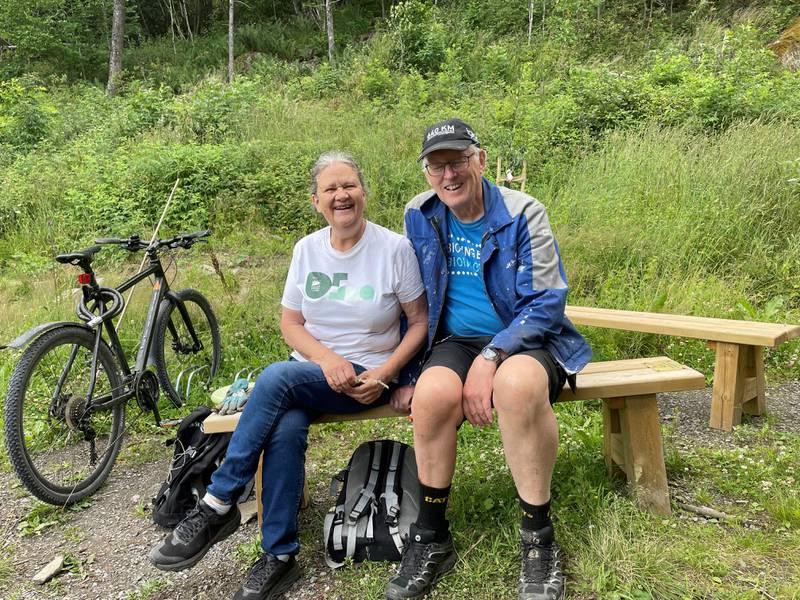 Anne Grete Orlien og Bjarne Gjeltns opplevde å miste begge sønnene i løpet av fem år. Nå driver de en minneforening i sønnenes navn.