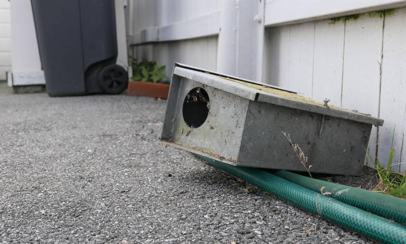 Hos familien Eidesgaard på Lisleby står fortsatt et par gamle rottefeller langs vegger på gårdsplassen, som de pleide å legge rottegift i da det var lov for privatpersoner.