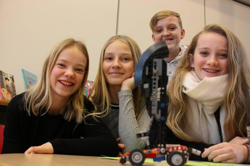 Smartinger: Liv Langford (f.v.), Silje Cathrine Aasen, Herman Saastad Myhre og Amalie Saastad er i finalen i «Smartingen», som er arrangert av Ungt Entreprenørskap.
