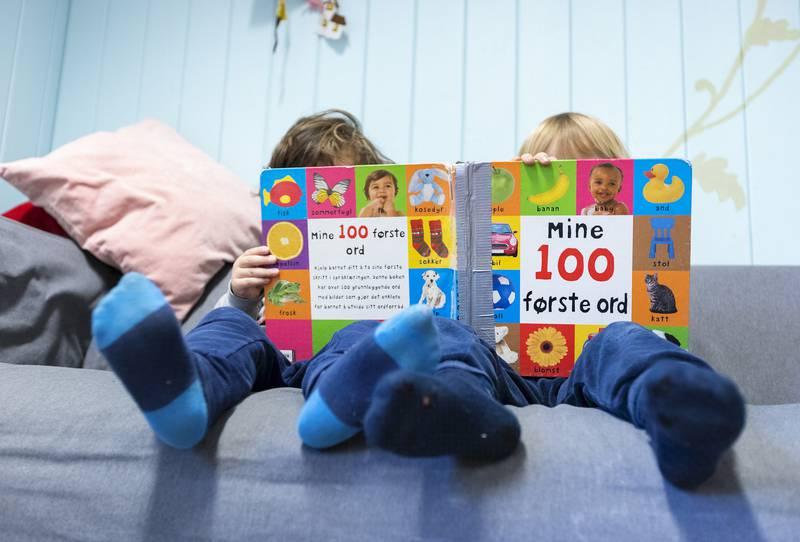Gutter og lesing.