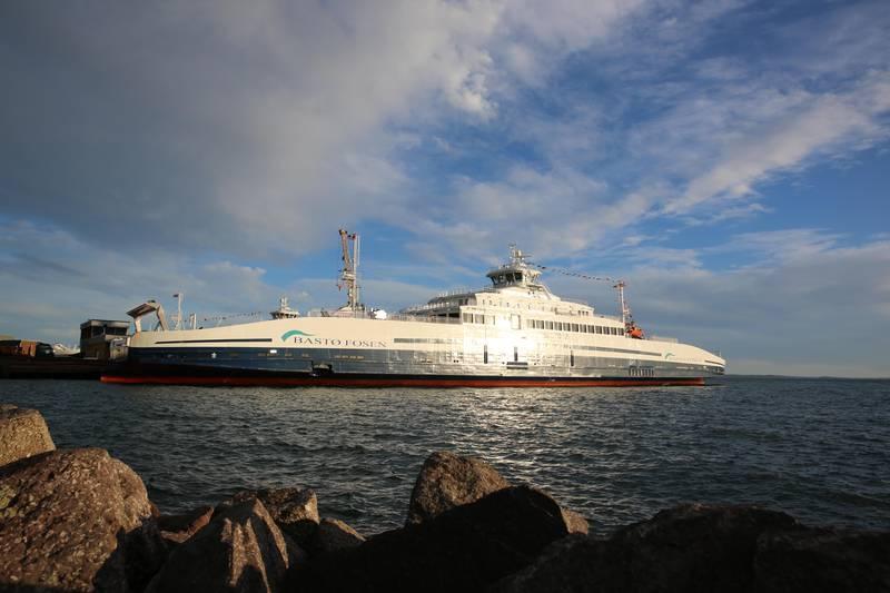 Bastø IV og Bastø Vi ble døpt i Horten torsdag. De to nye fergene til Bastø Fosen kjører Moss-Horten med 200 biler og 600 passasjerer. FOTO: ELISABETH SKOVLY