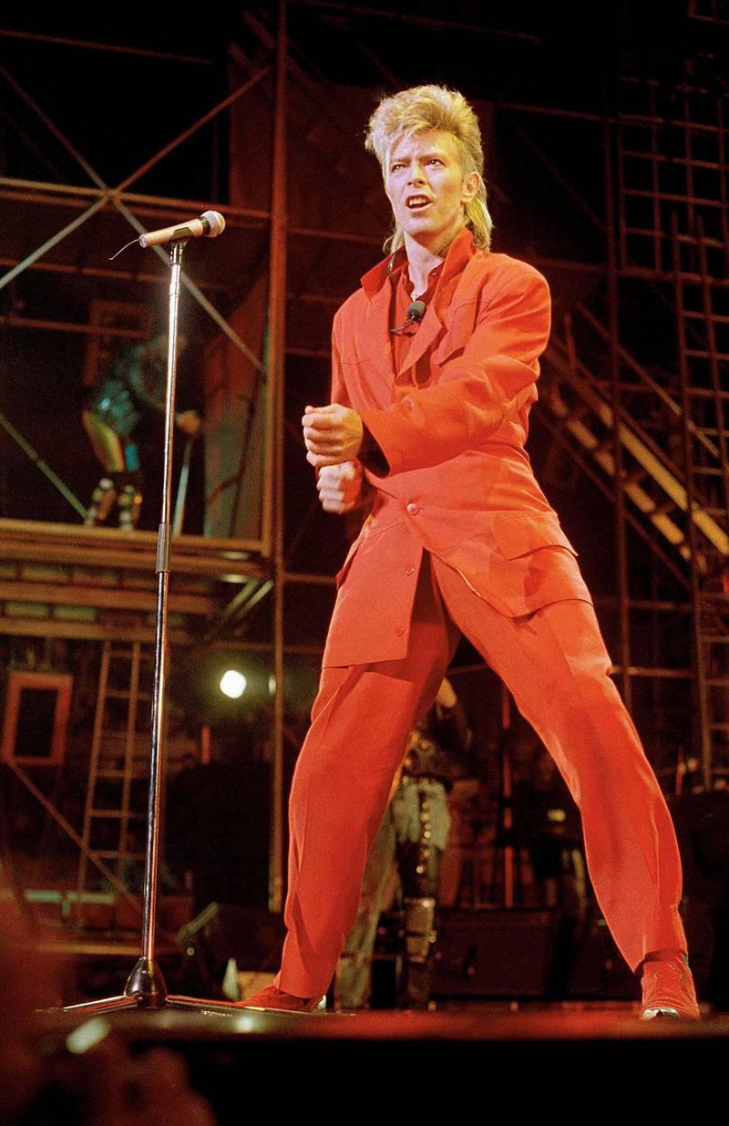 Her på scenen i New York i 1974, på turneen som «David Live»-albumet er tatt fra. Foto: AP/NTB