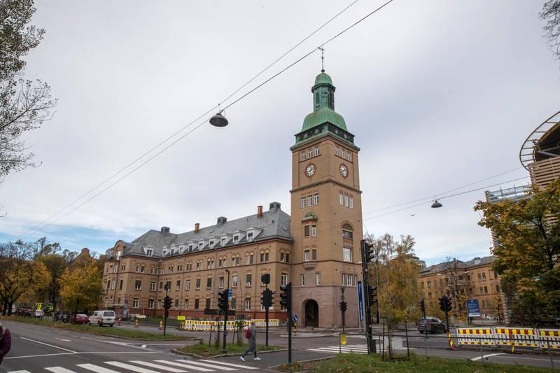 GOD PLASS: Ullevål sykehus ligger sentralt i Oslo med gode kommunikasjonslinjer, har et    meget stort areal for utbygging, og flere av de frede bygninger egner seg godt til kontorer/serviceenheter, skriver Bjørg Marit Andersen. FOTO: TERJE BENDIKSBY/NTB SCANPIX
