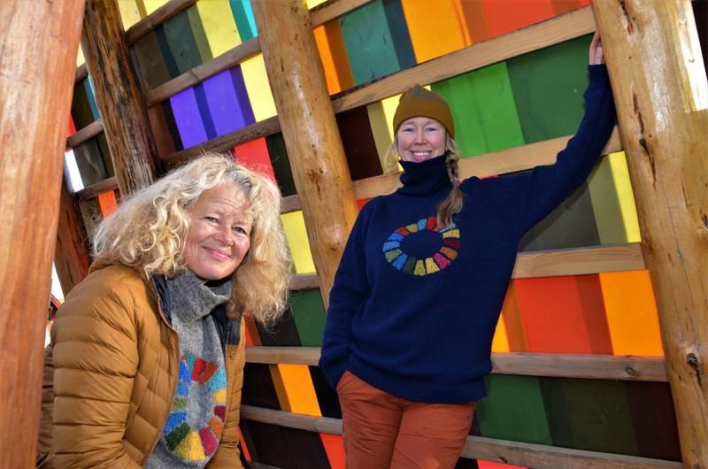 Etter tre år går prosjektleder Anne Skauen (til venstre) i land fra Håpets katedral. – Forståelsen for prosjektet har vokst i takt med at katedralen har reist seg, sier hun. Her sammen med kunstnerisk og visjonær leder, Solveig Egeland.