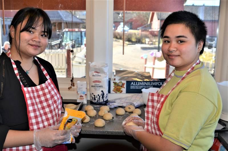 KULTUR OG MAT: Tvillingsøstrene Angelika og Angelina Schjervum gleder seg til å presentere ulike matkulturer for sine gjester.