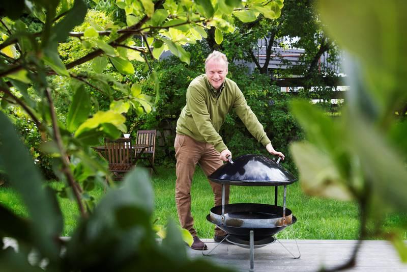 Byrådsleder Raymond Johansen tar gjerne grillmat om sommeren.