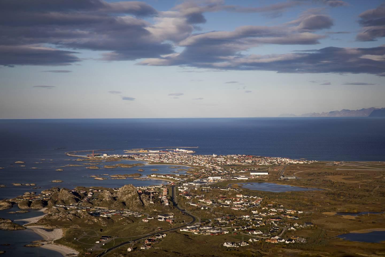 Andøya flystasjon ligger rett ved Andenes.  Lokalbefolkningen reagerte med raseri da Stortinget vedtok at flystasjonen skal legges ned. På Andøya har Sp de siste årene hatt en oppslutning på godt over 50 prosent.