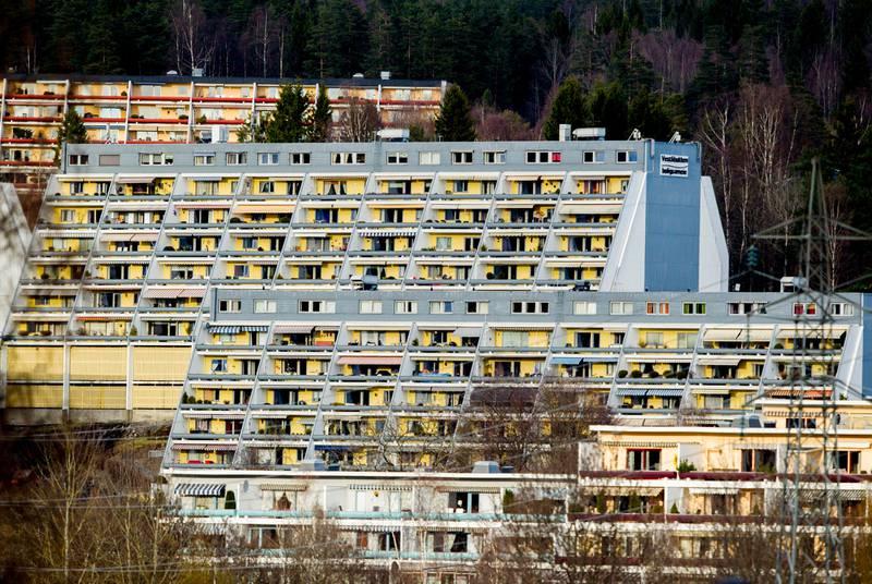 Oslo  20150413. Illustrasjonsbilder av boliger på Stovner. Eksteriør. Terrasseleiligheter. Foto: Vegard Wivestad Grøtt / NTB scanpix