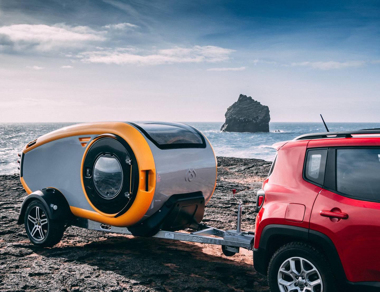 Den kompakte og futuristiske Mink Camper er et godt eksempel på hvordan designere av moderne campingvogner tenker utenfor boksen. Foto: Mink Campers/NTB scanpix