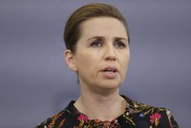 Danmarks statsminister: Folk må «opp om morgenen» for å få utbetalt stønad