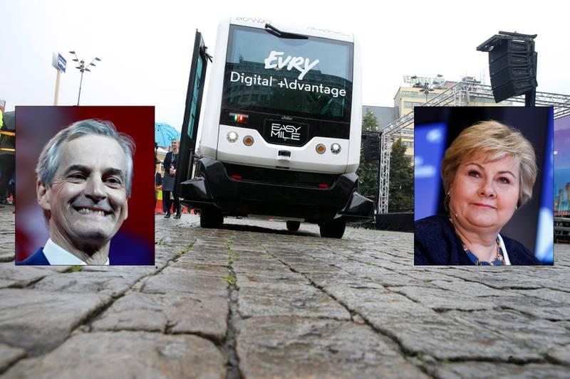 SKAL KJØRE: Jonas Gahr Støre og Erna Solberg skal ut og kjøre selvkjørende buss fredag morgen. Bildet er tatt sist en selvkjørende buss var på promotur i hovedstaden, men da kjørte den på et avstengt område på Youngstorget.