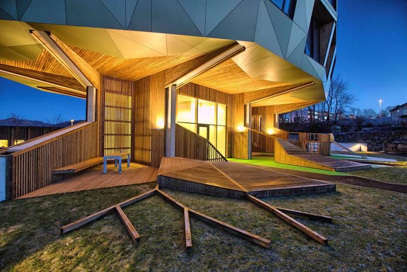 I boligprosjektet Tre Tårn i Sandnes valgte arkitektene i Helen & Hard å konsentrere bebyggelsen og heller fokusere på et stort, felles uteareal.