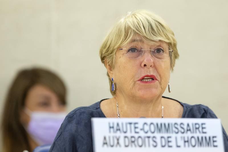 FNs menneskerettssjef Michelle Bachelet. på talerstolen mandag i FNs menneskerettsråd i sveitsiske Genève. Foto: Salvatore Di Nolfi / AP / NTB