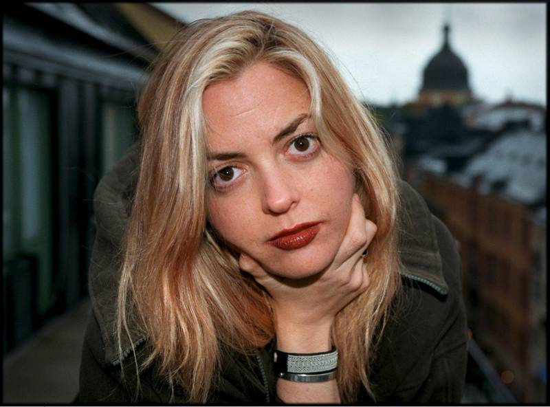 """Stockholm, Sverige, 1998-10-10, Foto:Claudio Bresciani/FLT-PICA Code 30230  Elizabeth Wurtzel, amerikansk författarinna med ny bok med titeln """"Bitch""""."""