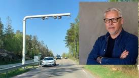 Jon-Ivar Nygård velger å lukke øynene og Fremskrittpartiets Bjørnar Laabak melder «Autopass»