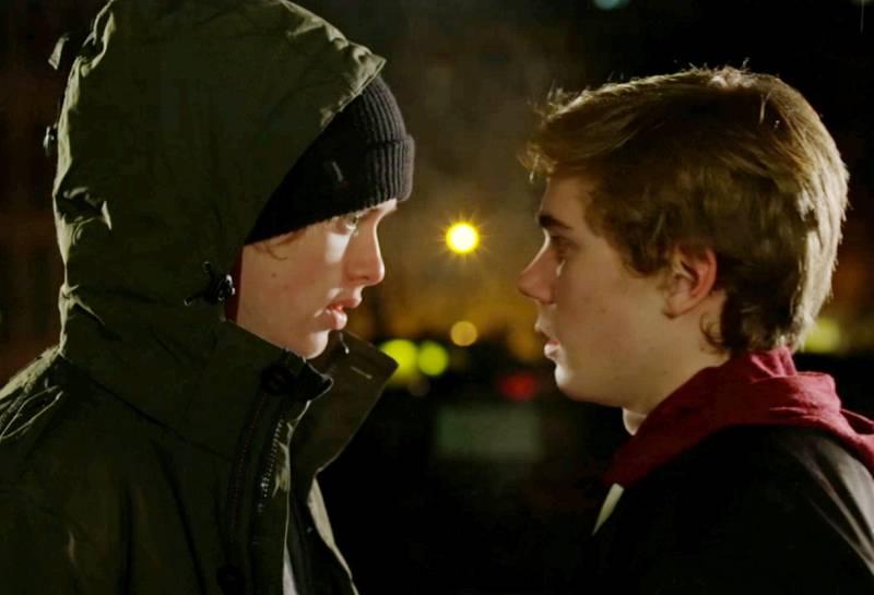 De to elskede møtes igjen. Even, spilt av Henrik Holm til venstre, og Isak, spilt av Tarjei Sandvik Moe, til høyre.