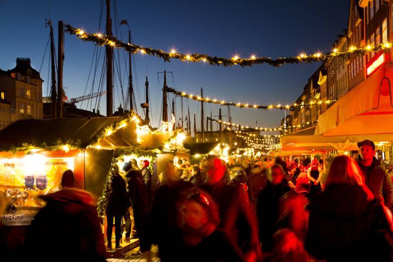 Få også med deg julemarkedet i koselige Nyhavn. FOTO: KIM WYON/VISIT COPENHAGEN