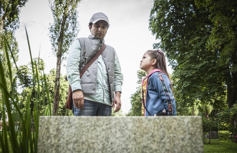 Fra NRK-serien Jordbrukerne - Marwan: Nader Khademi og Kiki: Erika Strand Mamelund