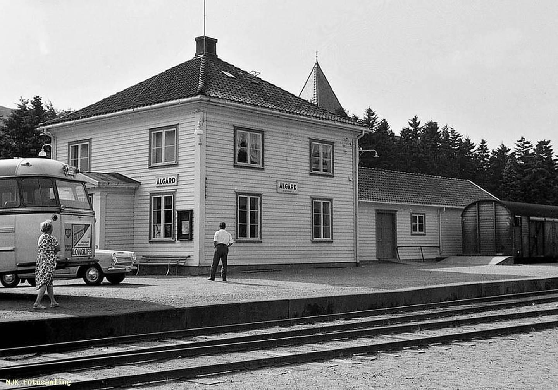 Slik framstod Ålgård stasjon i 1963.