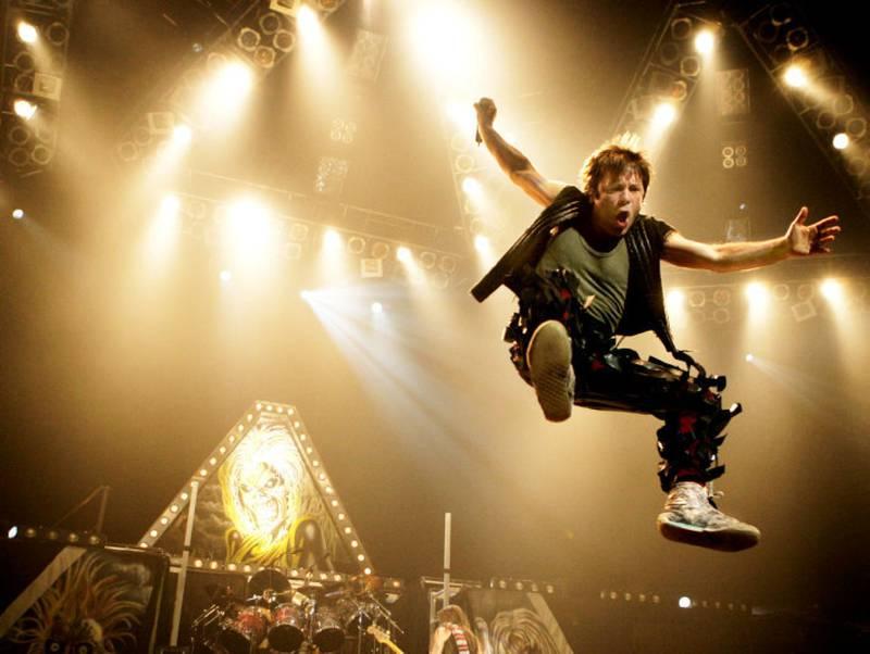 OSLO 2005: Scream for Me Oslo! Bruce Dickinson under en Iron Maiden-konsert i Oslo Spektrum.
