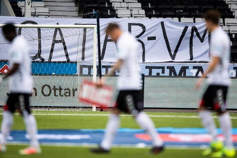 Mange fotballtilhengere ønsker at Norges Fotballforbund boikotter VM i Qatar. Det skal stemmes over saken på et ekstraordinært fotballting kommende søndag. Foto: Trond Reidar Teigen / NTB