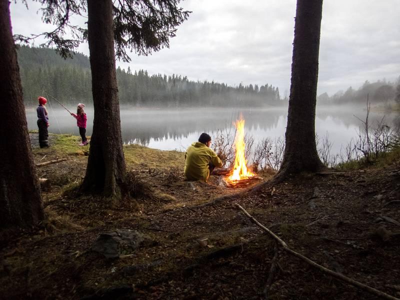Torsdag oppheves bålforbudet i skog og mark. Det er til glede for mange. Foto: Gorm Kallestad / NTB
